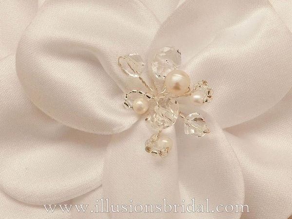 Illusions Bridal Hair Accessories 8252: Ivory Flower